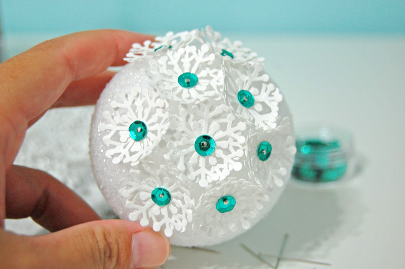 Из чего можно сделать новогодние шары своими